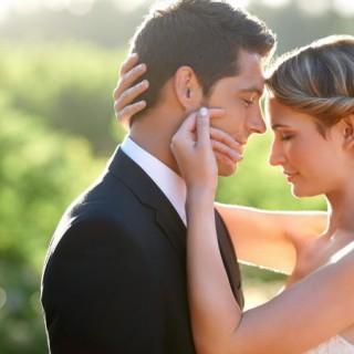 svadba-molodozhiony-para-nezhnost