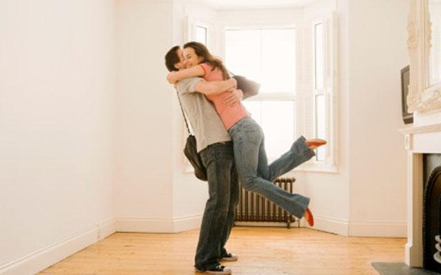 0120-national-hugging-day-hugger-or-kisser_sm