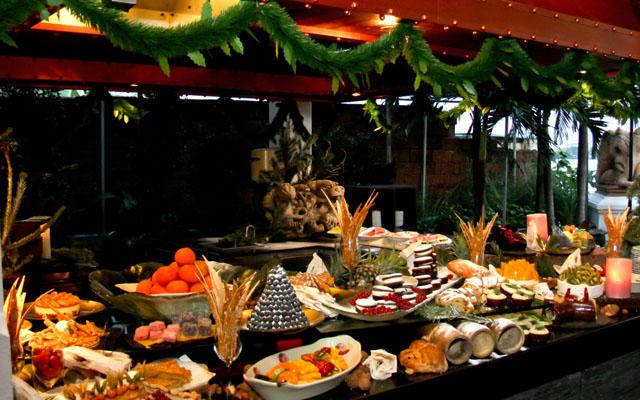 1. Anantara Bangkok Riverside - Christmas & New Year
