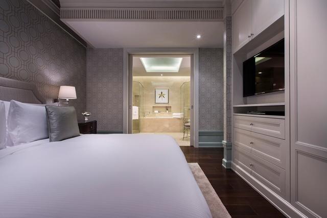 One Bedroom Suite Corner - resized