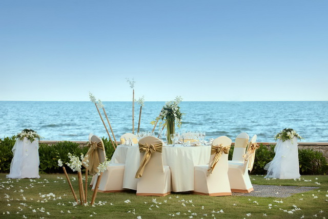 Wedding Set Up by the Beach - Sheraton Hua Hin Resort & Spa_re