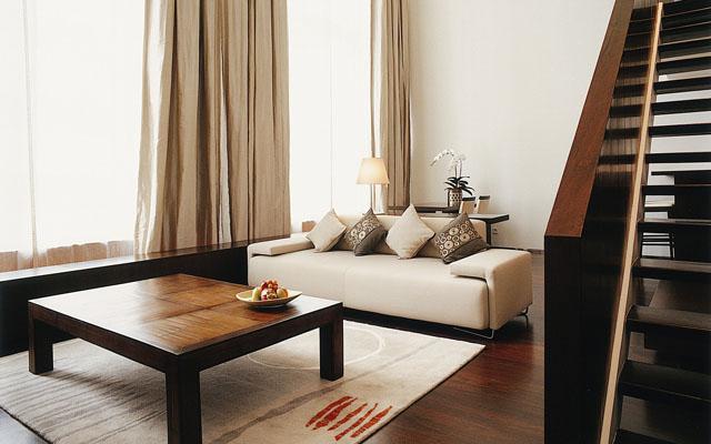 Penthouse Suite livingroom 01