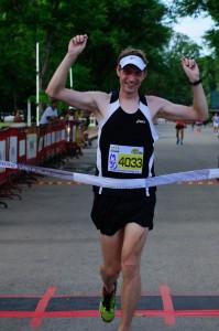 Overall Marathon ชายเข้าเส้นชัย