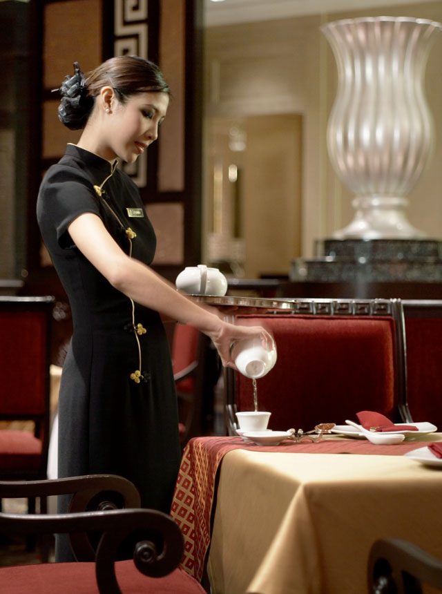 Summer-Palace-waitress