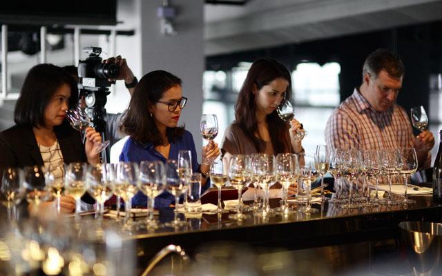 บรรยากาศการชิมไวน์พร้อมพูดคุยอย่างเป็นกันเองกับไวน์เมคเกอร์_resized