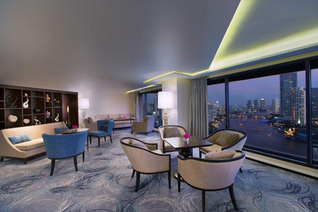 Sheraton Towers Lounge night