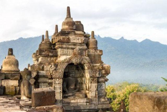 15075998-borobudur-temple-in-sunrise-fog-yogyakarta-java-island-indonesia
