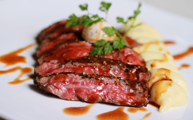 Pan-roast Wagyu skirt steak with shallot red wine sauce