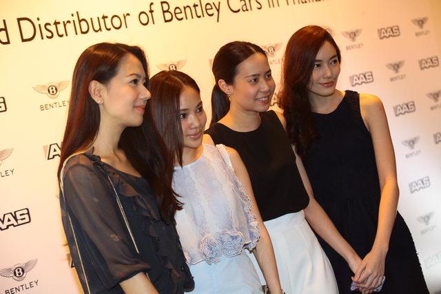 แก๊งสาวสวย (จากซ้าย) นิดา สิงหเนตร, ชุลีอร ชลิตอาภรณ์, ปิยะฉัตร ธนูวัฒนชัย, และ พินทุอร อุทัยวรรณ์