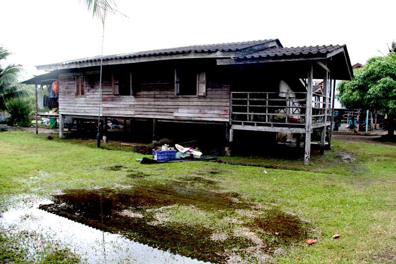 บ้านพื้นถิ่นบนเกาะกลาง