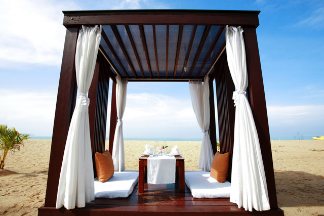 Private-meal-on-the-beach