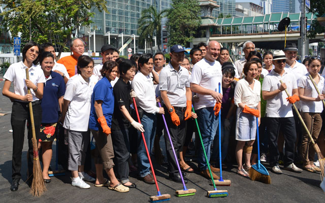 Big Cleaning at Ratchaprasong3-resize