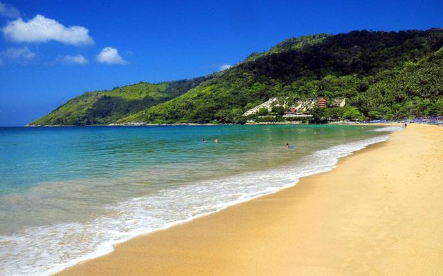 Nai Harn Beach_re1