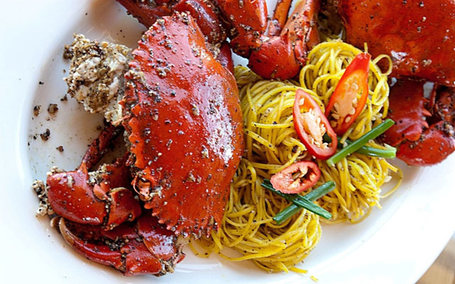Black pepper crab with noodle