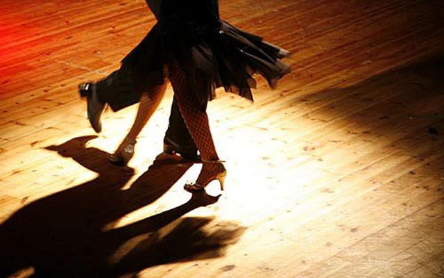 ballroom-dance-shoes-in-narrow-widths