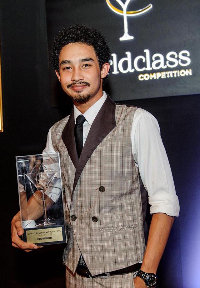 นาย ชาญชัย รอดบำรุง ผู้ชนะการประกวดดิอาจิโอ รีเสิร์ฟ เวิลด์คลาส ระดับประเทศไทย ประจำปี 2556