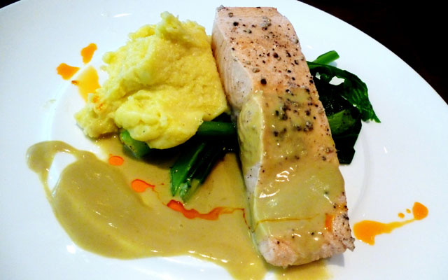 Grilled Salmon with Green Curry Sauce