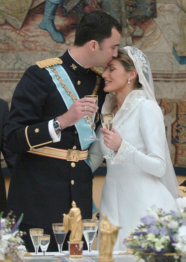 May-2004-Felipe-gave-Letizia-tender-kiss-wedding-day
