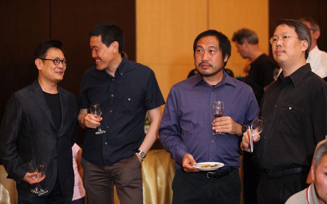 สุทธิสาร จิราธิวัฒน์ (ที่ 2 จากซ้าย)