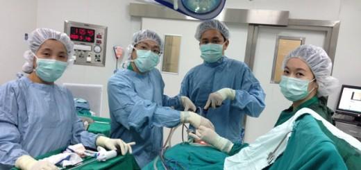 รูปที่ 3 การผ่าตัดไทรอยด์ผ่านกล้องทางช่องปากที่ รพ.ตำรวจ_4