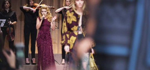 Paloma Faith performing live at the Burberry Prorsum Womenswear Autumn_Winter 2014 Sho_002