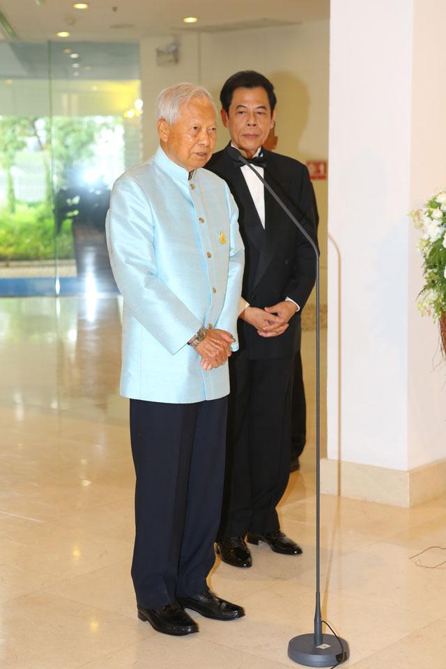 พลเอก เปรม ติณสูลานนท์ ประธานองคมนตรีและรัฐบุรุษ 1
