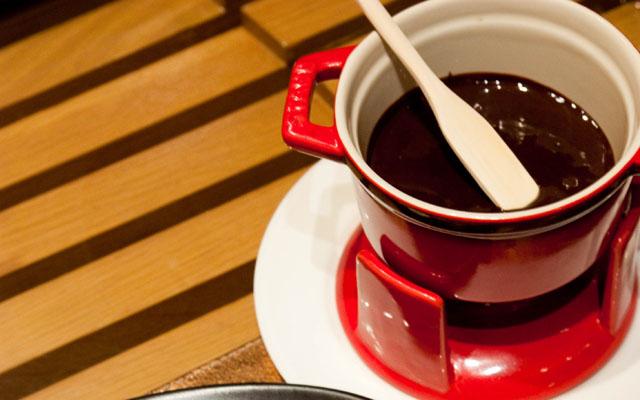 Chocolate fondue 01