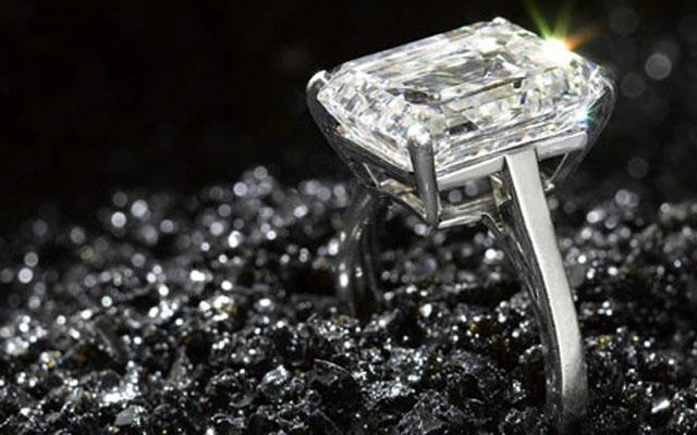Diamond-merchants-are-rep-001