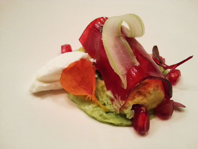 Crab >> Cannelloni/apple structure / pomegranate / avocado espuma / impregnated celery