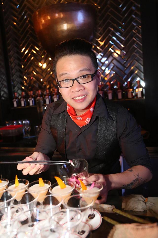 ลัม ดุ๊ค อัน จากเวียดนาม ผู้ชนะสำหรับรางวัลป๊อปปูลาร์ โหวต ได้รับเสียงโหวตอย่างท่วมท้นจากเหล่าแขกผู้มีเกียรติด้วยผลงานรสเลิศ 'แจ๊ซซี่ แบมบู'