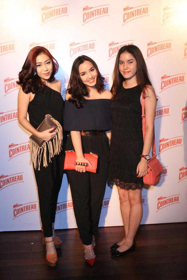 สามสาวสวย (จากซ้าย) แพรวพรรณ ยังประภากร, ณพสรา ไทยวัฒน์, นันทินี อัมระนันทน์