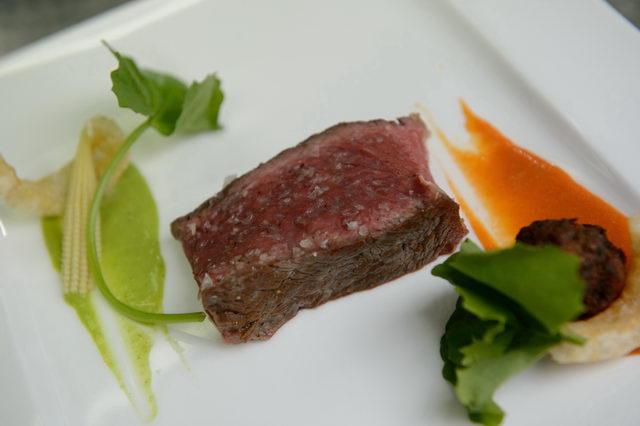 Local Dry Aged Tomahawk Beef สเต็กเนื้อกับน้ำพริกอ่องและไส้อั่ว 2005 Solare, Capannelle, Tuscany, Italy