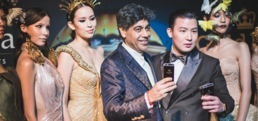 From left to right Deepak Ohri, Chief Executive Officer of lebua Hotels and Resorts  Sutikiat Kittipatrakul, Managing Director of Gold Elite Paris