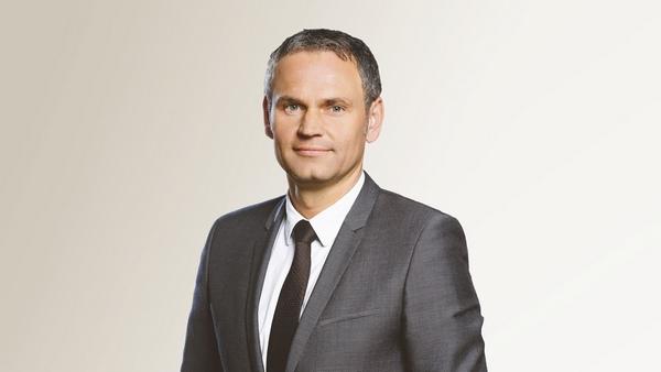 Dr. Oliver Blume re