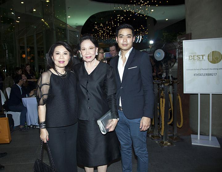 007.(จากซ้าย)สิริพร--ภาณุพงศ์,-คุณหญิงกิ่งแก้ว--เอื้อทวีกุล-และอดิทิพ--ภาณุพงศ์