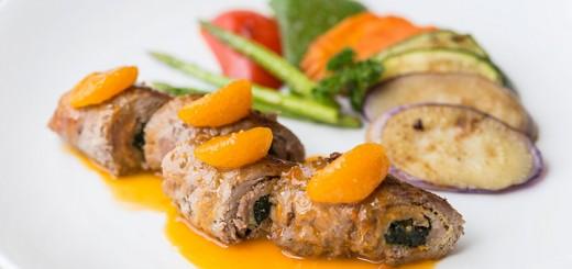 เนื้อสันในม้วนกับผักโขมเสริฟกับซอสส้มพร้อมผักย่าง_01