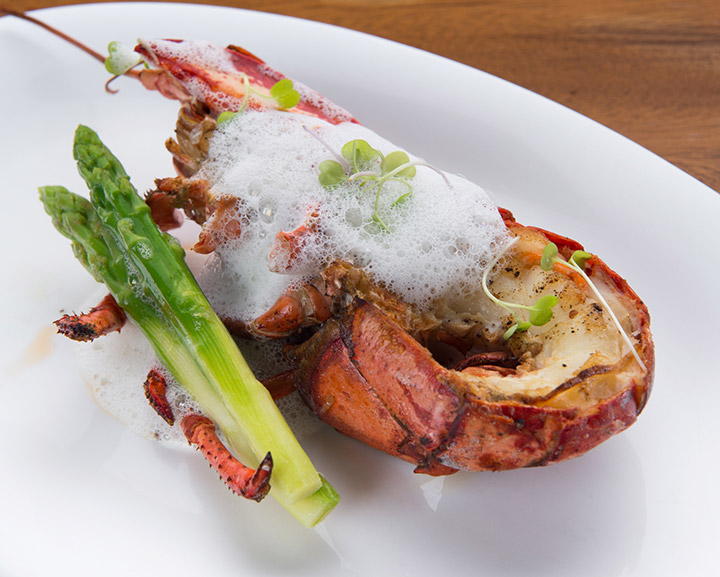 Up-&-Above_Champagne-Sunday-Brunch_Maine-Lobster-yuzu-beurre-blanc-and-asparagus_2