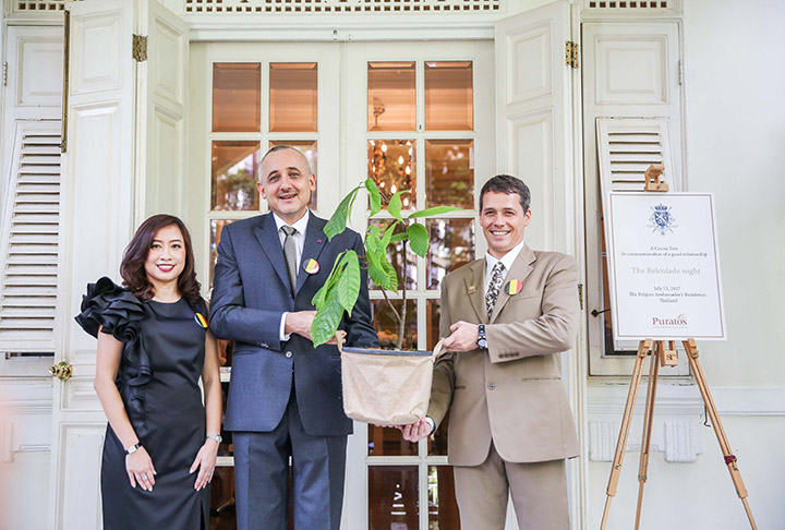 ผู้บริหารพูราโต๊ส-มอบต้นโกโก้ให้กับเอกอัครราชทูตเบลเยี่ยมประจำประเทศไทย