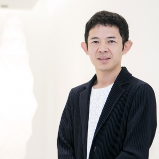"Mr.Yoshiyuki Miyamae, the brand's head designer was appointed as the lead designer for ISSEY MIYAKE brand at Spring Summer 2012, and was behind the creation of the ''Steam Stretch'' innovation, which is used in the exclusive ""Capsule Collection""."