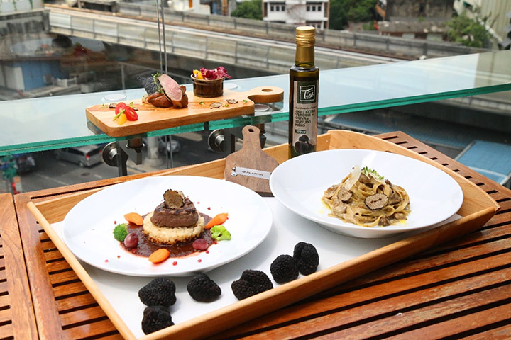 Family-Filled-Sunday-Lunch-Black-Truffle