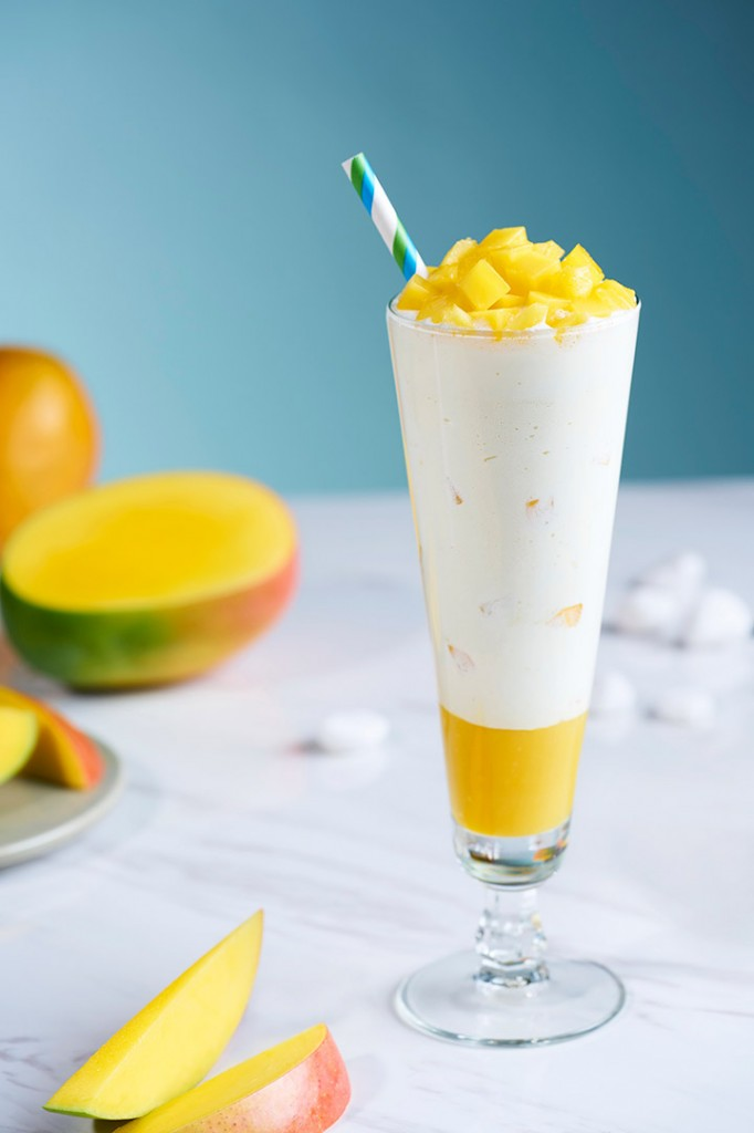 Mango-Smoothie_Lifestyle