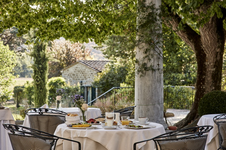 88608145-H1-breakfast_on_the_terrace