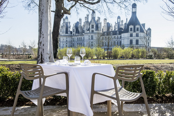 View_of_the_chateaux_from_Restaurant_terrace