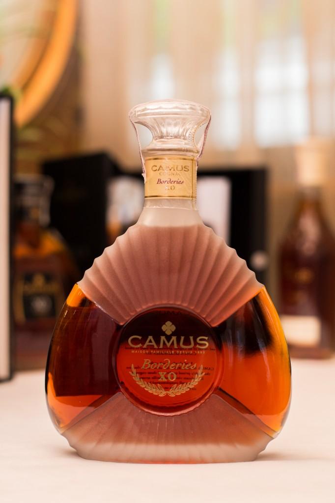 คามูส์บอร์เดอรีส์เอ็กซ์โอ (CAMUS BORDERIES XO) - โดดเด่นด้วยกลิ่นหอมของเนยที่เข้มข้น หรูหราและนุ่มนวล เคล้ากลิ่นหอมของผลไม้และดอกไม้ พร้อมรสชาติของเครื่องเทศที่ผสมผสานกันอย่างลงตัว