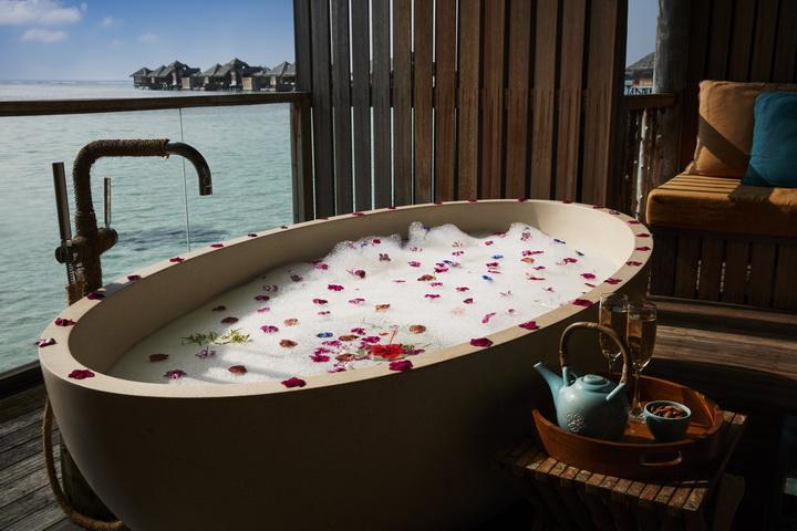 GLM_Romantic Bath at Meera Spa