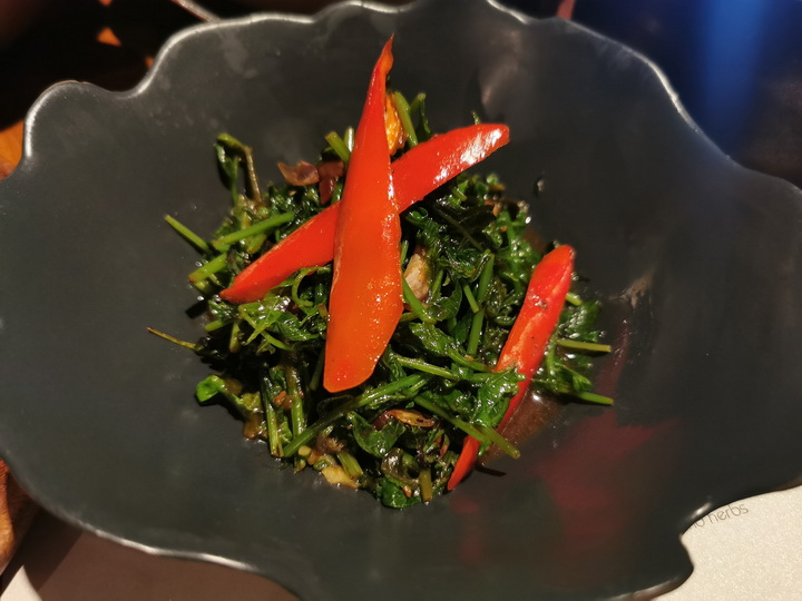 ผัดผักกูดไฟแดง