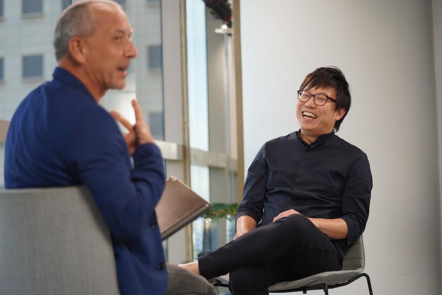 ดอนน์ โกห์ ผู้สร้างแรงบันดาลใจและมาร์ค บาร์ดี ผู้ดูแลใน TEDxSingapore